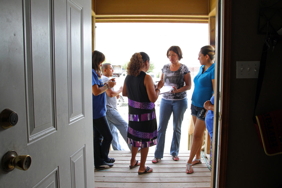 photo essay women s health issues along the border national texas latina advocacy network volunteers gather at a house in alamo to discuss plans to raise funds for future events in the rio grande valley